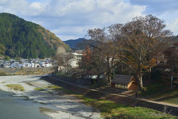 vista de Yoshino Cedar House casas airbnb en diariodesign