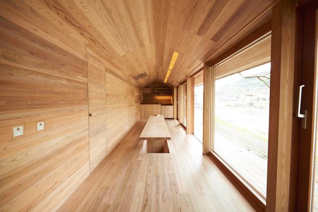 interior de Yoshino Cedar House casas airbnb en diariodesign