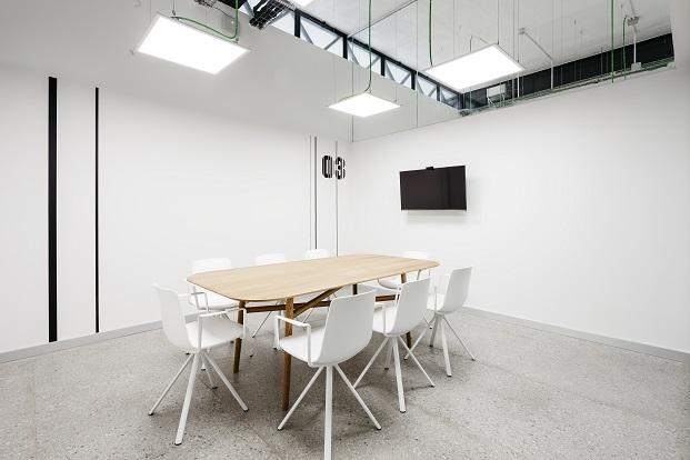 sala de reuniones del canodromo nuevo Parque de Investigación Creativa de Barcelona diariodesign