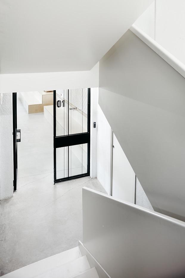 escalera interior del canodromo de barcelona rehabilitacion de dear design diariodesign