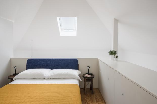 dormitorio de mini apartamento en portugal en diariodesign