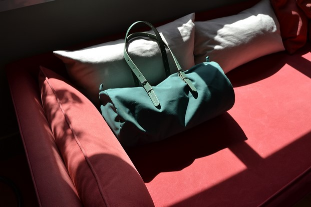 bolso de equipaje bcn duffle bag en verde diariodesign