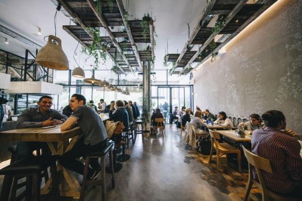 interior del restaurante honest green en madrid