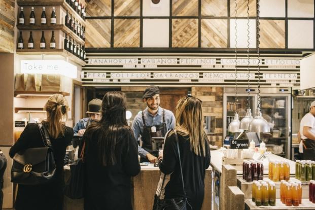 senaletica en restaurante en madrid honest greens