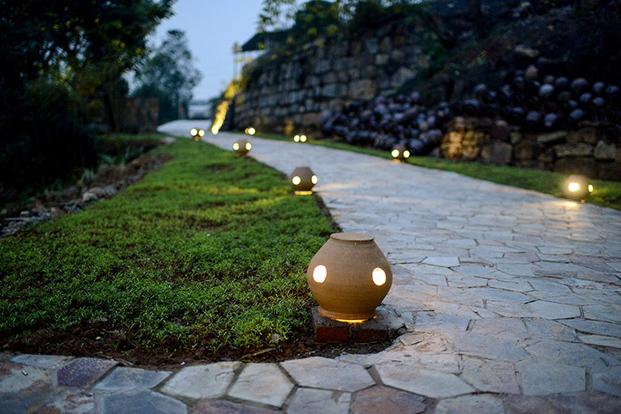 camino iluminado decoracion