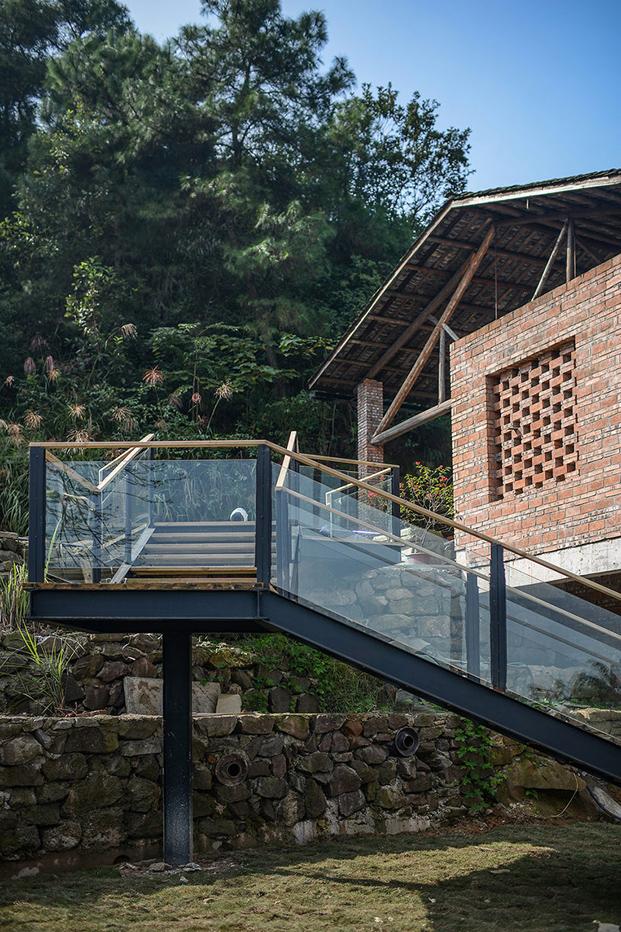 escalera restaurante chino de ladrillo huxi pottery kiln tian qi