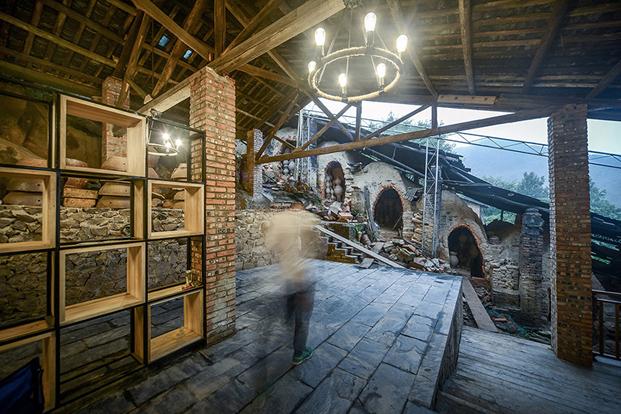 vista de los hornos en un restaurante hecho de ladrillo