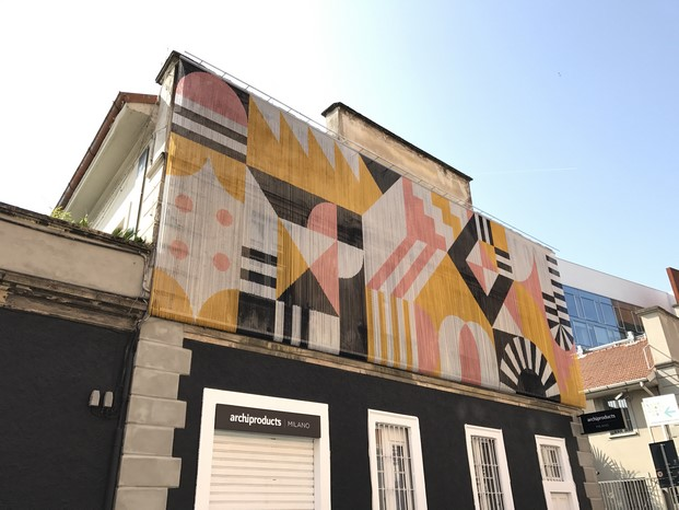 imagen de la fachada de cortina kriskadecor para archiproducts en via tortona en fuorisalone milan made in spain diariodesign