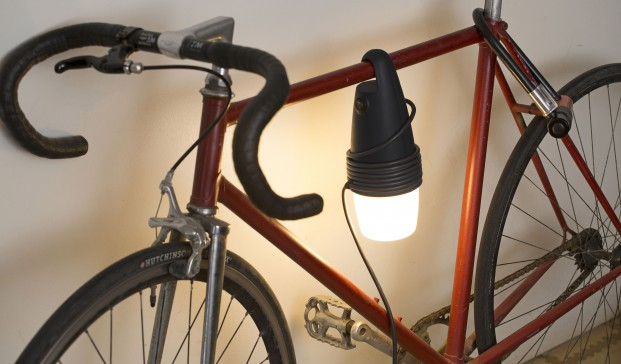 lampara hook en una bicicleta de faro en diariodesign