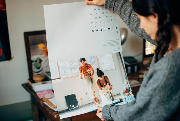monica bedmar con calendario fotografa en una entrevista de slowkind para diariodesign