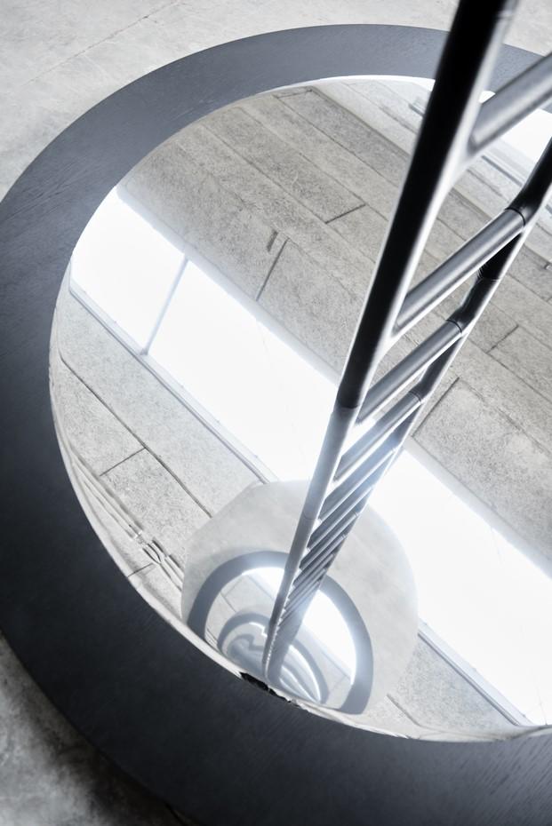 espejo instalacion de snohetta para erik jorgensen en brera diariodesign
