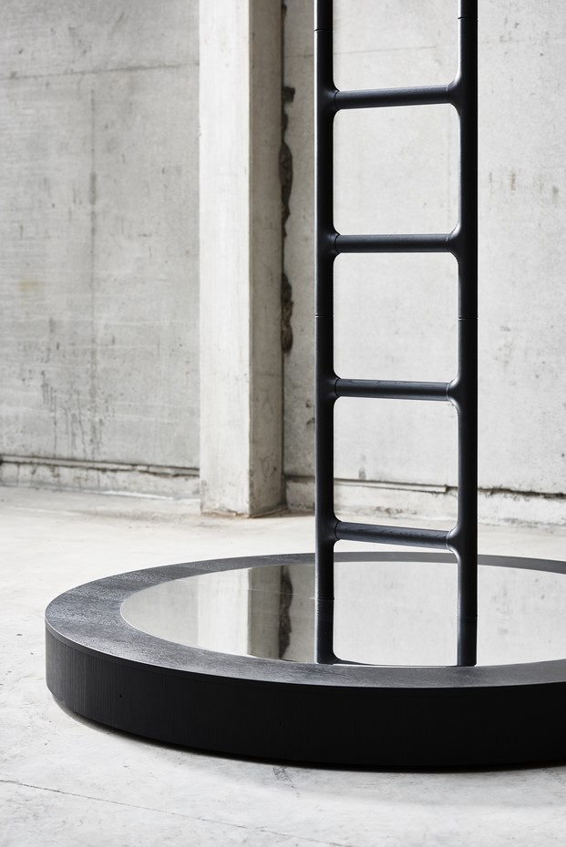 escalera tapizada de cuero por snohetta para erik jorgensen en la instalacion fuorisalone diariodesign