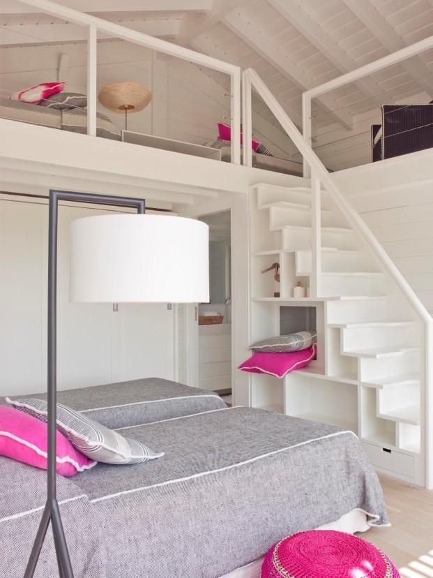 escalera de una casa de madera en Portugal