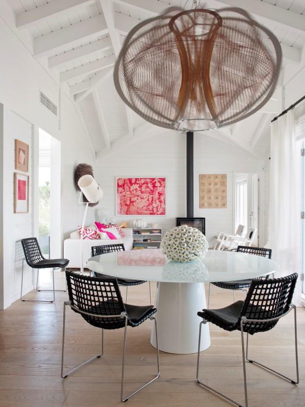 casas de madera con muebles de diseño de la interiorista portuguesa Saaranha & Vasconcelos