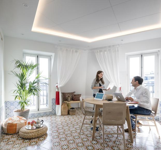 oficinas airbnb París de STUDIOS Architecture