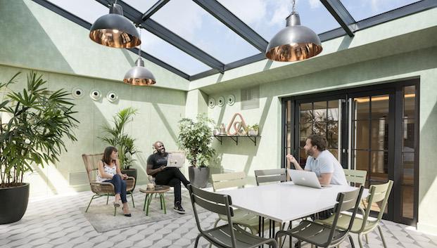 solarium cubierto oficinas airbnb parís