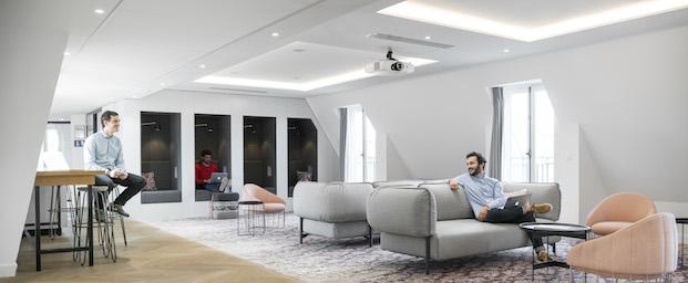 Butaquita Tonella de sancal en las oficinas de airbnb parís