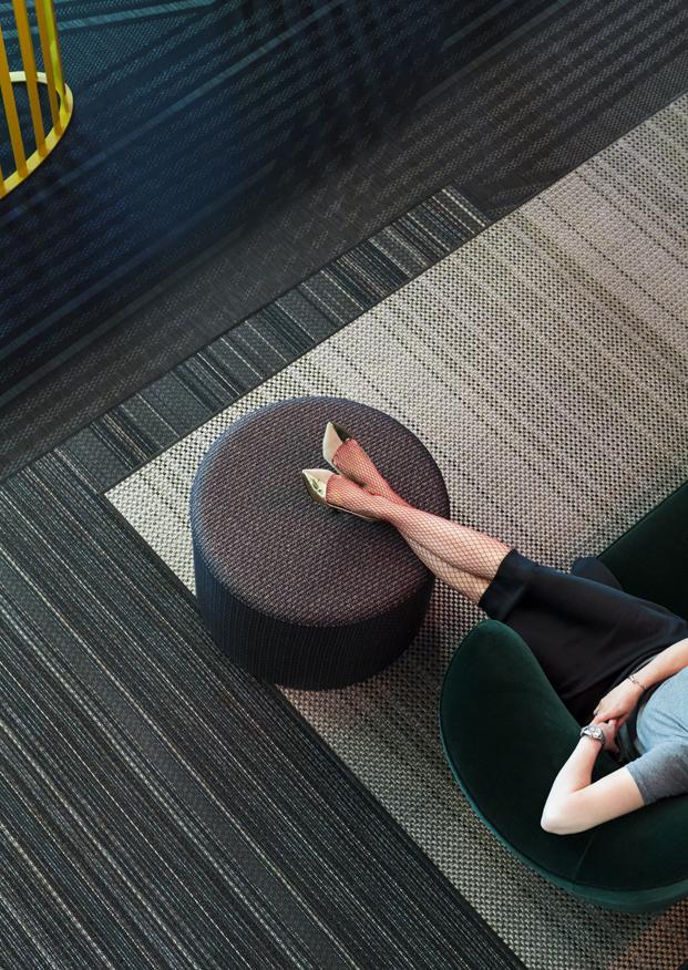 muebles tapizados y suelos bolon en lab stores de estocolomo