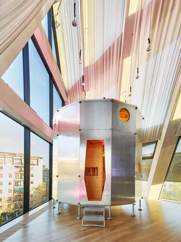 refugio portatil en la casa del futuro de cassina en milan