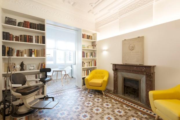 La clinica dental Rossell Carol está situada en un piso tradicional del ensanche de Barcelona
