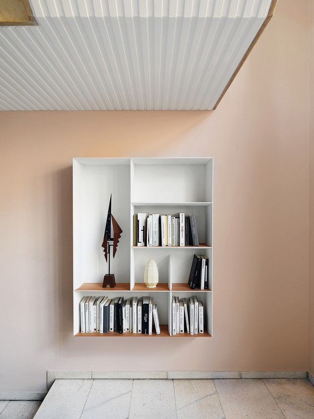libreria lineal de molteni en la exposicion de gio ponti de minim barcelona