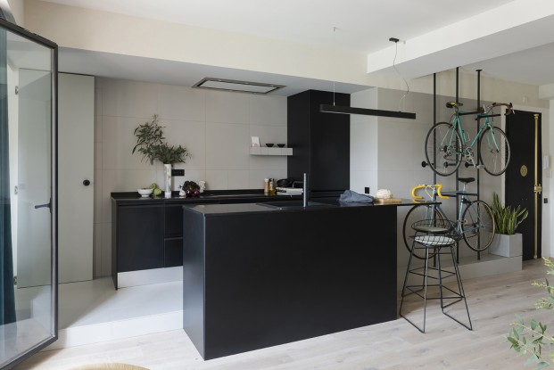 cocina abierta de un pequeño apartamento