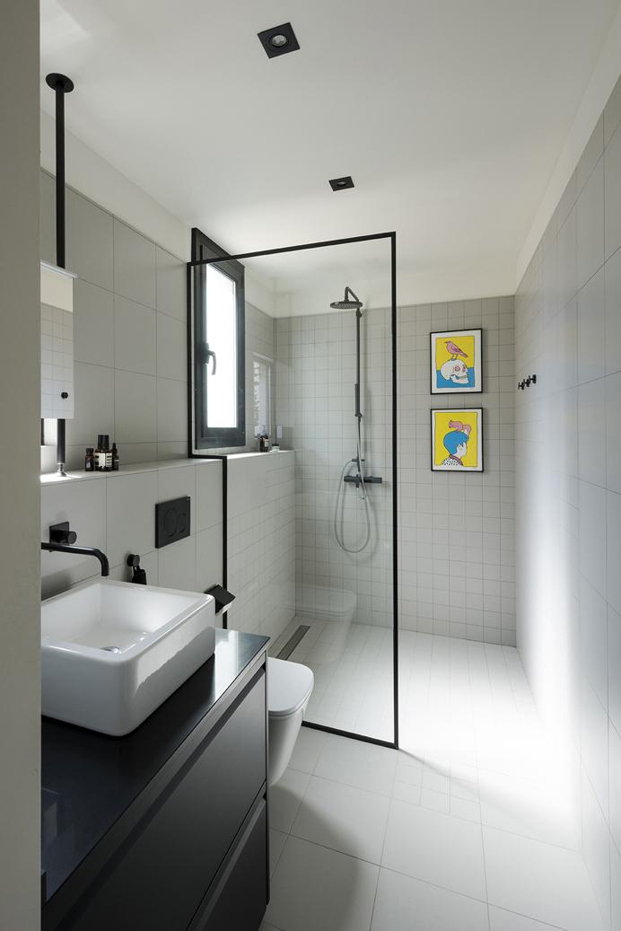 ducha en pequeño apartamento