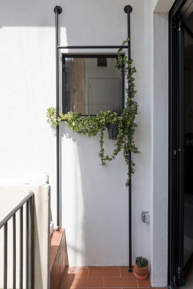 balcón en pequeño apartamento en barcelona