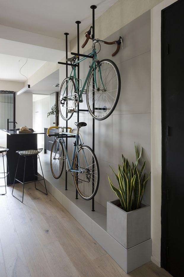 colgar bicis en un pequeño apartamento en barcelona