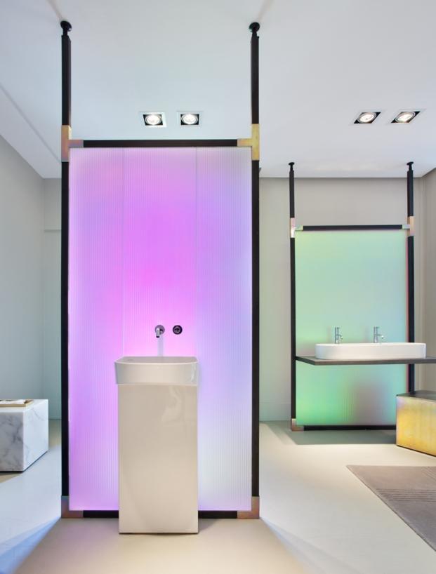 espacio sonar de laufen en casa decor 2017 de patricia urquiola