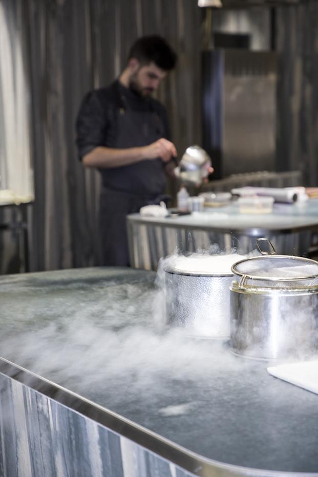cocina restaurante enigma de barcelona adria
