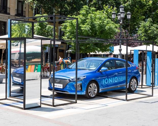 Montaje de la arquitecta Simona Garufi para el nuevo modelo IONIQ híbrido de Hyundai interiorismo en madrid