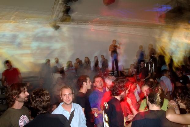 Fiesta nude en 2003, con Pepe García de CuldeSac, Sebastián Alós y Miguel Herranz en primer plano