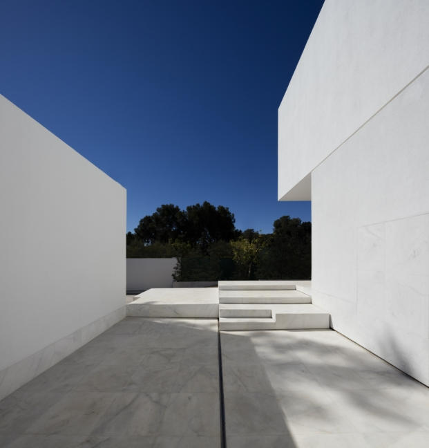 marmol blanco en casa en valencia proyecto de fran silvestre arquitectos