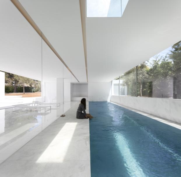 piscina interior de casa en paterna de fran silvestre arquitectos