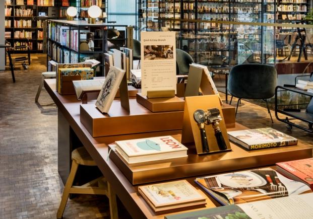 libros de cocina en biblioteca en seul