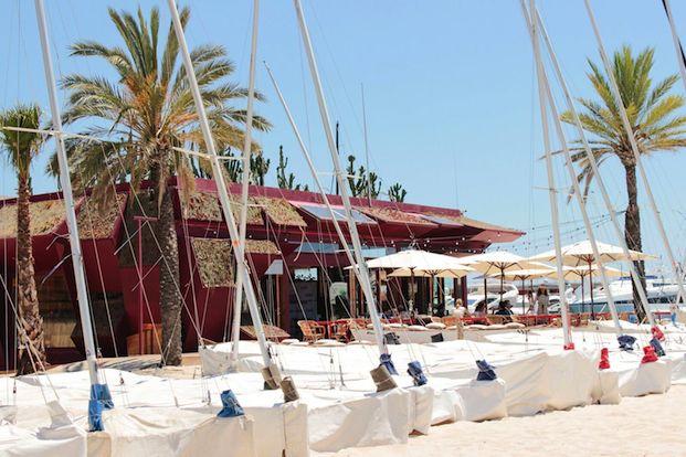maybarrio en el chiringuito club pati de vela en barcelona