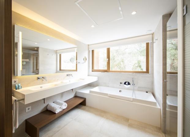 baño complejo hotelero de los premios de arquitectura porcelanosa