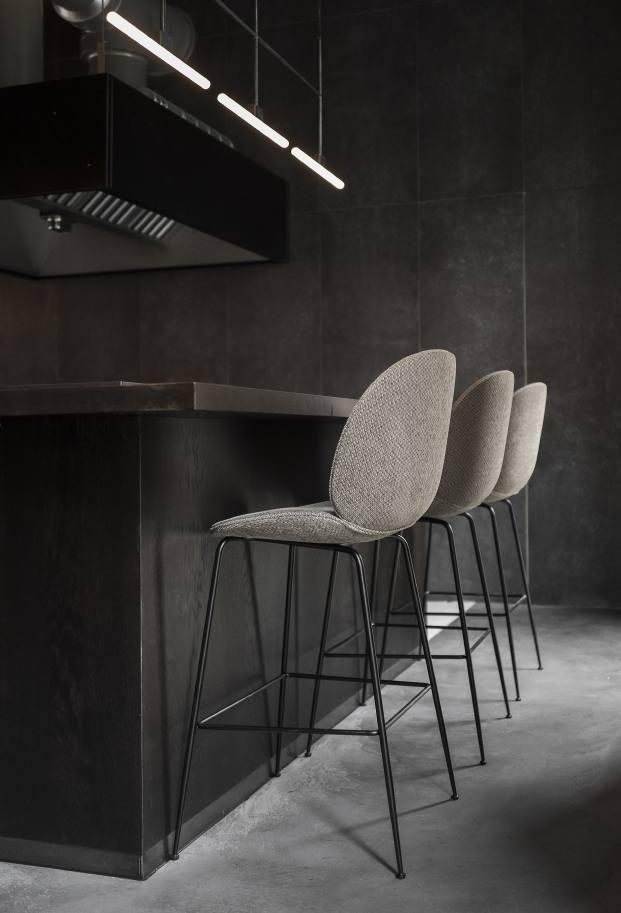 taburetes de restaurante en copenhague naervaer de norm architects