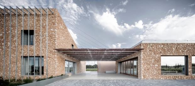 porche de las bodegas son juliana arquitectura sostenible de munarq arquitectes diariodesign