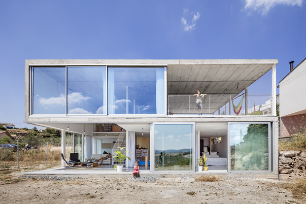 exterior de vivienda con cerramientos de aluminio technal