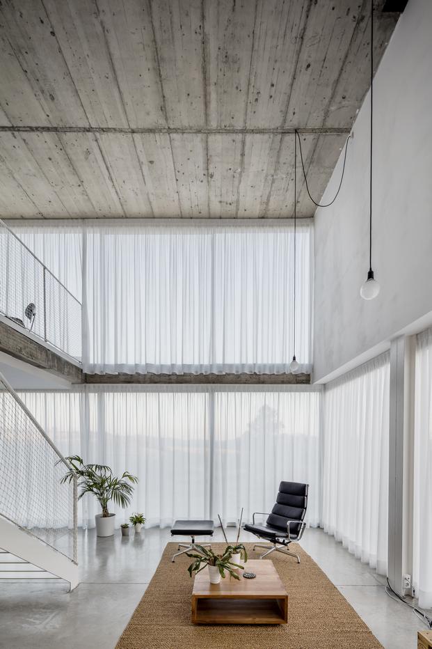interior de vivienda con cerramientos de aluminio technal