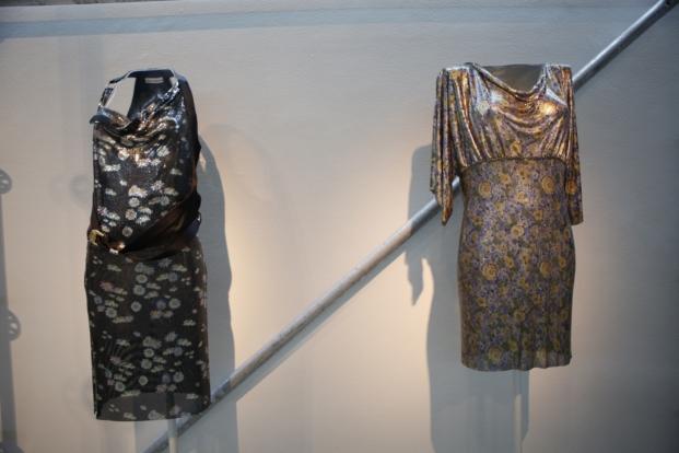 vestido de paco rabanne en una expo en madrid