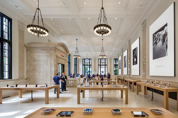 interior de la tienda apple en nueva york en el upper east side de Bohlin Cywinsky Jackson