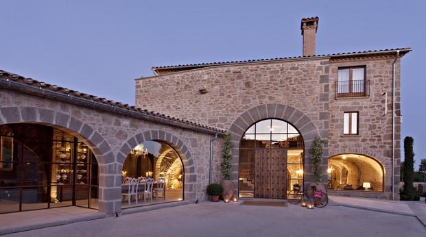 fachada de la casa rural Hotel La Vella Farga en el solsones