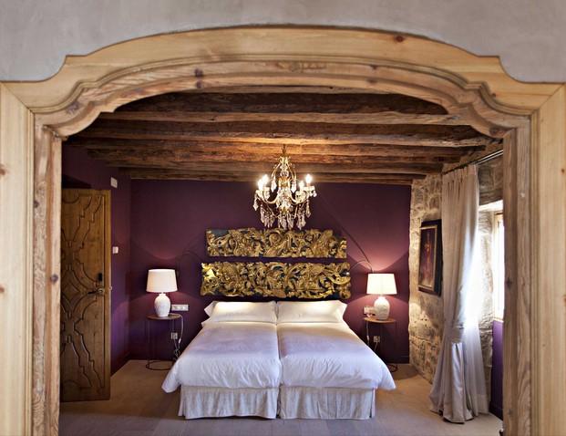 dormitorio de la casa rural Hotel La Vella Farga en el solsones