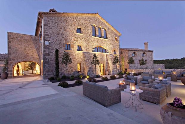 terraza de la casa rural Hotel La Vella Farga en el solsones