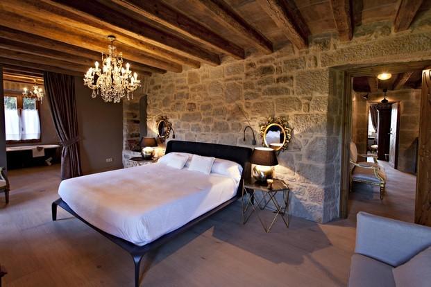 lujo de la casa rural Hotel La Vella Farga en el solsones