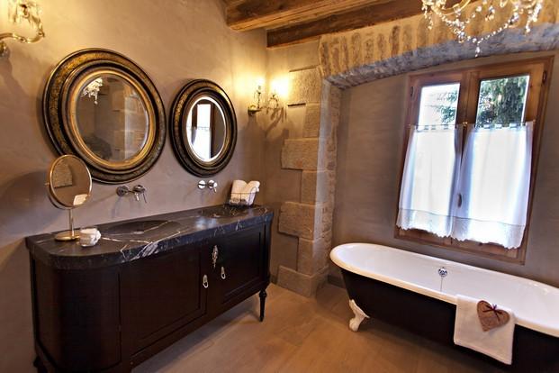 sala de bano de la casa rural Hotel La Vella Farga en el solsones