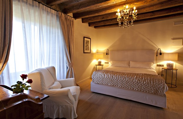 habitaciones romanticas en la casa rural Hotel La Vella Farga en el solsones